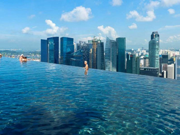 infinity-pool-marina-bay
