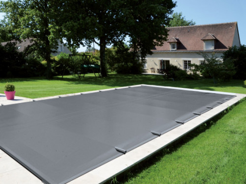 Easy top pool cover in application
