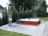 Beachcomber spa in wood and concrete with outdoor shower feature